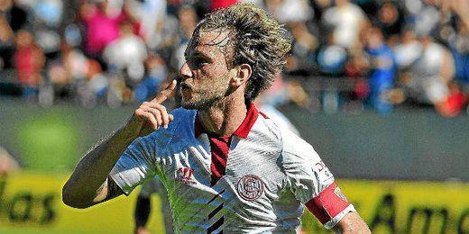Rakitic celebra su gol ante Osasuna.