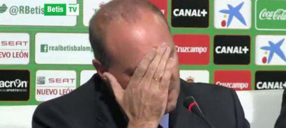 Pepe Mel se despidió entre lágrimas en el estadio.