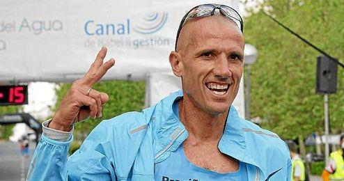 Chema Martínez en la 34ª edición de la Carrera del Agua en Madrid.