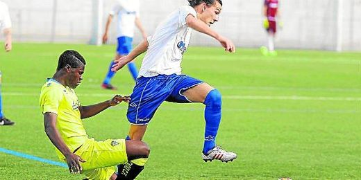 Francisco Hidalgo ´Son´ anotó el cuarto gol y dio el pase del segundo en el triunfo del Alcalá ante el Cádiz (4-0).