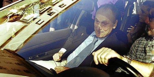 Manuel Ruiz de Lopera saliendo de los juzgados.
