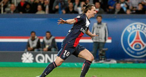 Ibrahimovic celebra un gol ante el Saint-Etienne.