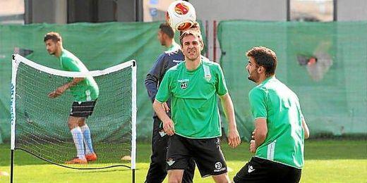 Nacho junto al canterano Pozo en un entrenamiento del Betis.