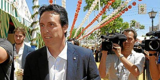 Emery, a su llegada a la caseta de la Peña Sevillista Macarena.