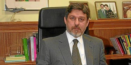 Oliveira en su despacho de la embajada brasileña de Madrid.