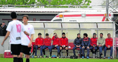 El Sevilla Atlético, en la imagen, durante un encuentro de Liga, ha sufrido hasta el final para lograr la salvación.