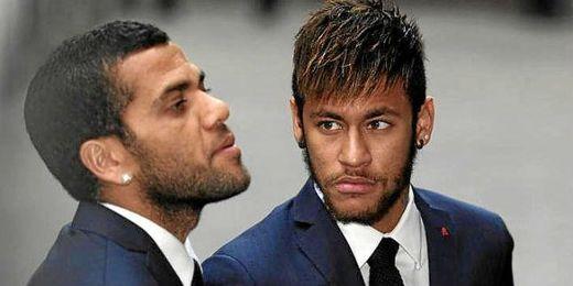 Neymar junto a su compañero del Barça Dani Alves