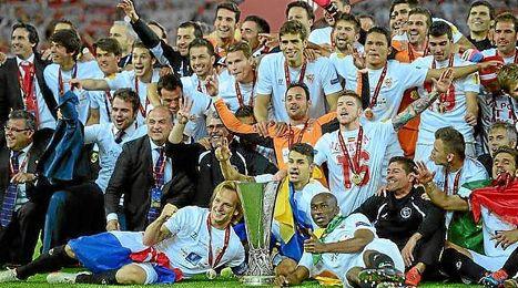 El Sevilla festejó por todo lo alto su tercera Europa League, que le sitúa a la cabeza de ganadores de este torneo y le clasifica para la Supercopa.