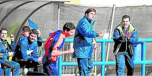 Juanma Prado dirigiendo a los que fueron sus futbolistas durante su etapa como entrenador del Cerro.