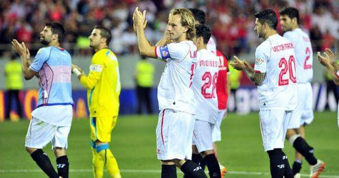 Los futbolistas del Sevilla despidieron la temporada con una victoria.
