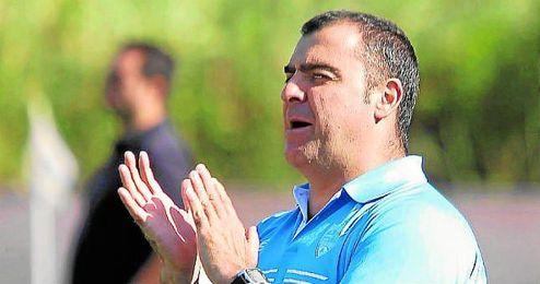 En la imagen, Joaquín Hidalgo, entrenador de la Lebrijana.