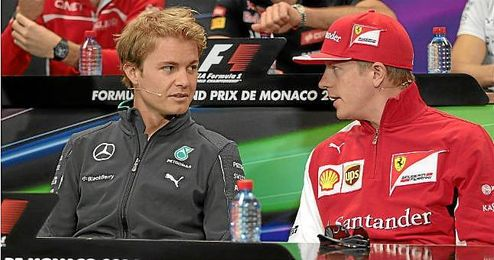 Ambiente antes del comienzo del Gran Premio de Mónaco en el circuito de Montecarlo. En la imagen, Nico Rosberg y Kimi Raikkonen.