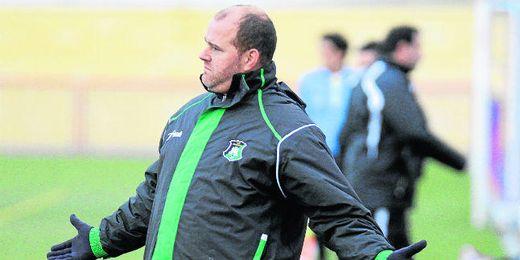 Raúl Hernández, técnico del Coronil, está orgulloso de la temporada que están realizando los suyos.