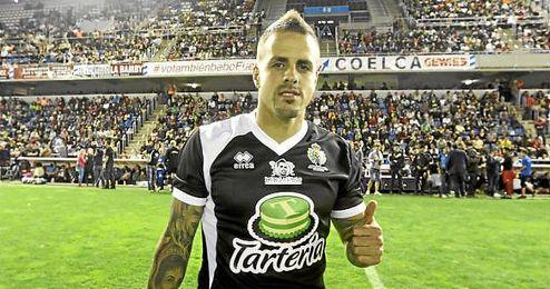 Vitolo, durante un partido benéfico en Tenerife.