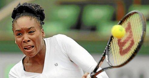 Venus Williams en su duelo frente la eslovaka Anna Schmiedlova en la primera ronda de Ronald Garros.