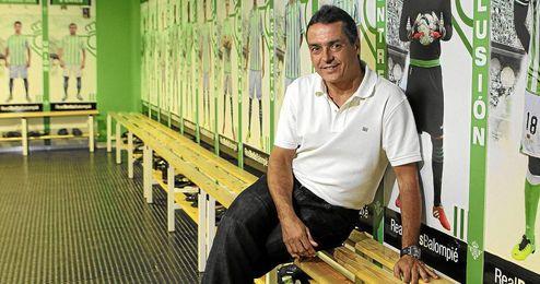 Alexis Trujillo posa para ESTADIO en el vestuario verdiblanco.