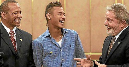 Neymar y su padre en una conversación con Lula da Silva.