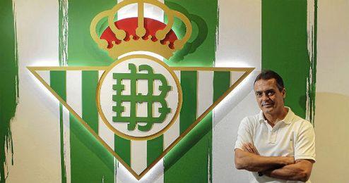 Alexis Trujillo posa para ESTADIO en el estadio Benito Villamarín.