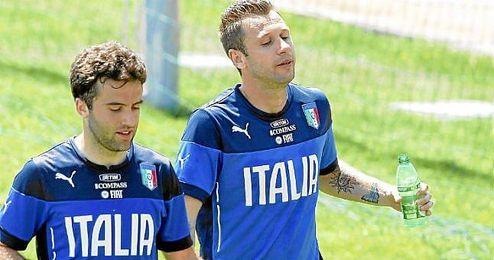 Rossi y Cassano, en un entrenamiento con Italia, el primero de ellos no estará en Brasil.