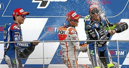 Jorge Lorenzo, Marc Márquez y Valentino Rossi en el podio de Mugello.