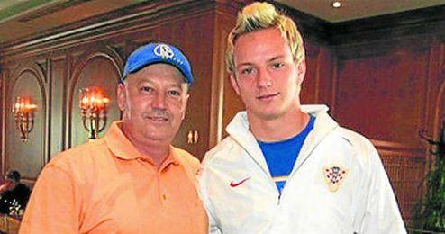 Luka, junto a Ivan, en una concentración con Croacia.