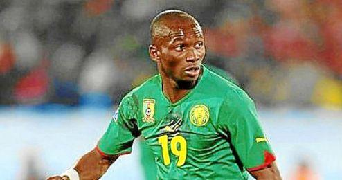 Stephane M´Bia durante un partido con Camerún.