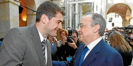El presidente del Real Madrid aboga por la continuidad del meta madrileño.