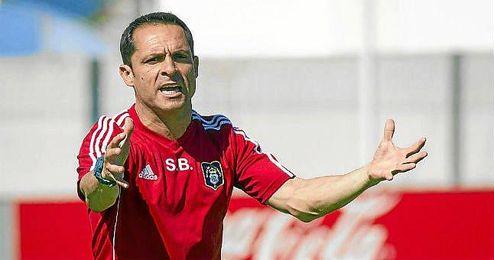 Sergio Barjuan, en un entrenamiento del Recreativo.