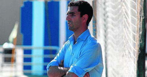 Antonio Rueda, entrenador del Nervión, durante el partido de esta temporada que les enfrentó al ascendido Morón.