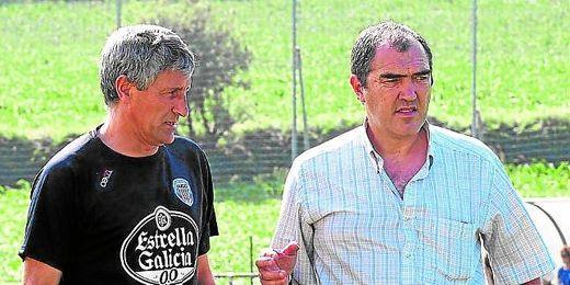 Quique Setién (a la izquierda), junto al director deportivo del Lugo, Carlos Mouriz, con el que pactó su adiós.