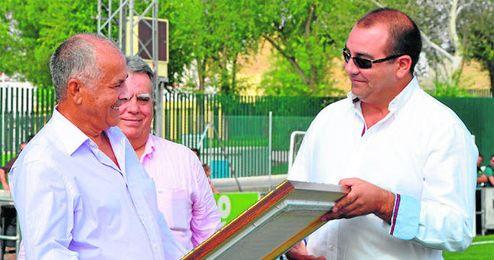 Álvaro Raya (derecha) abandona la presidencia del Cabecense