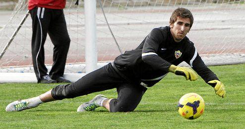 Julián volverá a vestir la camiseta del Almería.