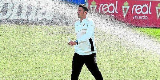 Julio Velázquez, de 32 años, tendrá la misión de devolver al Betis a Primera.