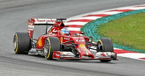 Fernando Alonso a bordo de su monoplaza, en el circuito de Red Bull Ring.