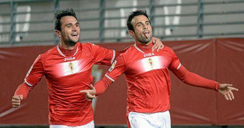 Molinero, celebrando su único gol durante la pasada campaña con el Real Murcia.