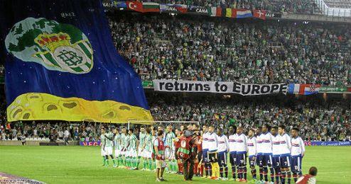 El Villamarín se engalanó para recibir al Lyon.