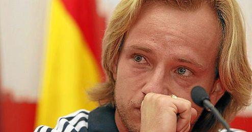 Ivan Rakitic, visiblemente emocionado y con lágrimas en los ojos durante su despedida del Sevilla.