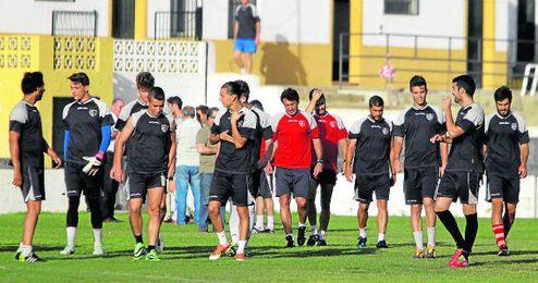 En la imagen, Jesús Galván (quinto por la derecha) durante un entrenamiento con el Alcalá la pasada temporada