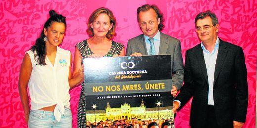 La triatleta María Pujol (primera a la izquierda) será un participante más en esta edición.