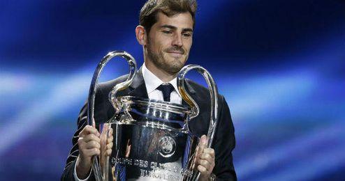 Casillas en el sorteo de grupos de la Champions.