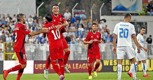 Aspas celebra su primer gol sevillista.