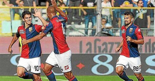 Perotti celebra su tanto con el Genoa ante el Parma.