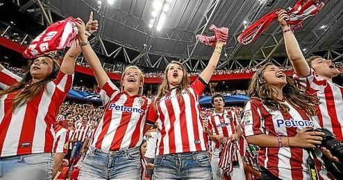 La afición bilbaína en el partido de previa de Champions League.