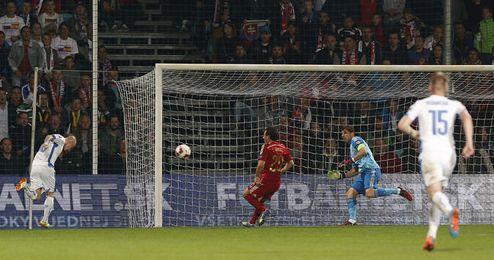 Stoch bate a placer a Casillas tras una contra letal.