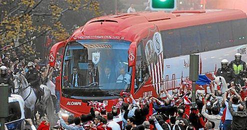 Un autobús del primer equipo hará un recorrido recogiendo a aficionados sevillistas.