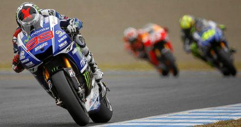 Jorge Lorenzo seguido de Rossi y Márquez
