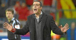 Guy Luzon dimite como t�cnico del Standard, pr�ximo rival del Sevilla