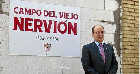 José Castro junto al campo principal y su nueva nomenclatura.