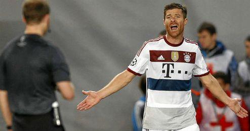 Xabi Alonso en un partido con el Bayern.