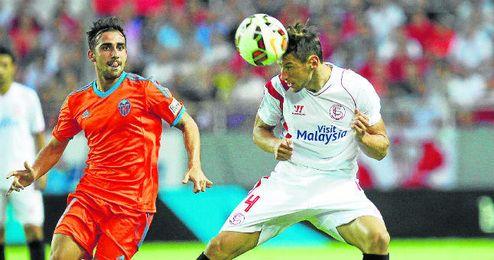La figura de Krychowiak en el centro del campo ha reforzado mucho el sistema defensivo del Sevilla.